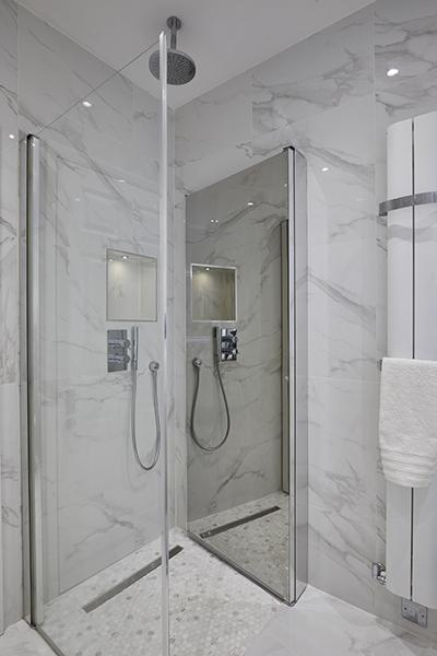 0568-mirrored-shower-door-vorbild-architecture-mill-hill-4