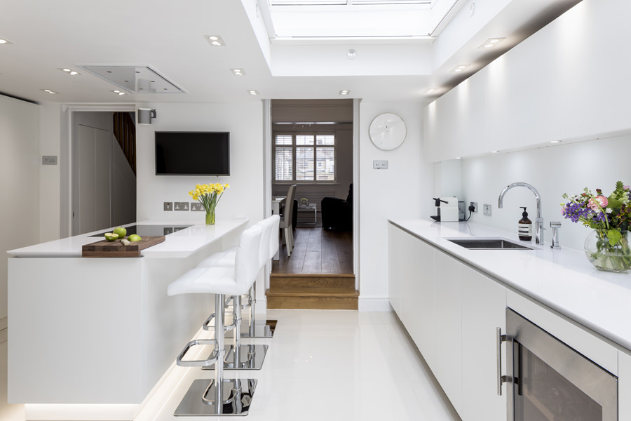 0605 white high gloss kitchen by Roundhouse with ceiling extractor