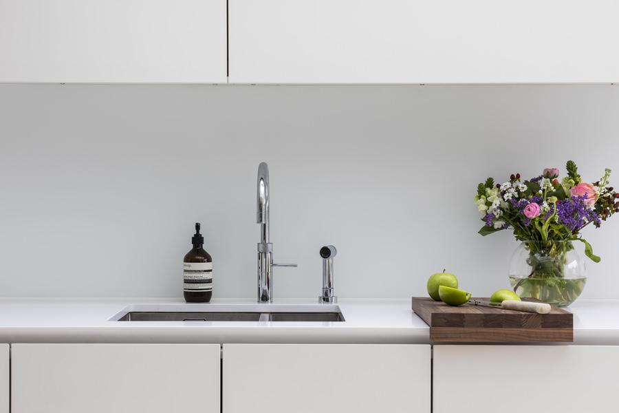 0605 white kitchen sink and silestone worktop in north kensington