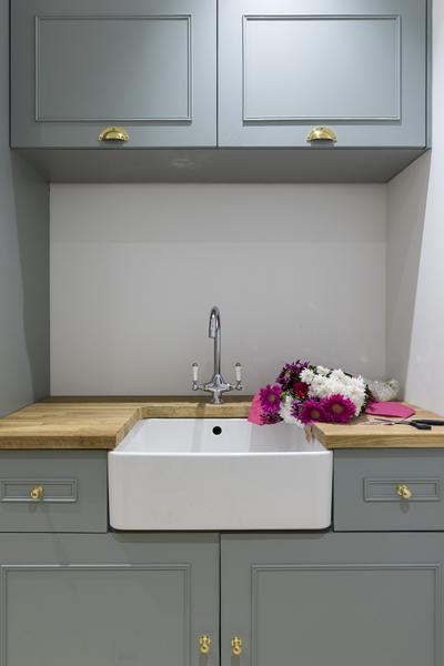 647-moss-colour-shaker-cabinets-utility-kitchen-vorbild-architecture-chiswick-17