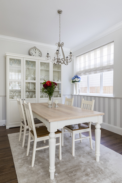 600-country-house0style-dining-room-china-cabinet-vorbild-architecture-crickelwood-13