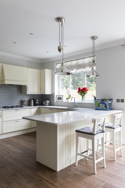 600-cream-kitchen-cabinets-vorbild-architecture-crickelwood-7