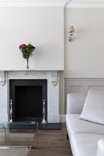 600-grey-living-room-sofa-vorbild-architecture-crickelwood-28