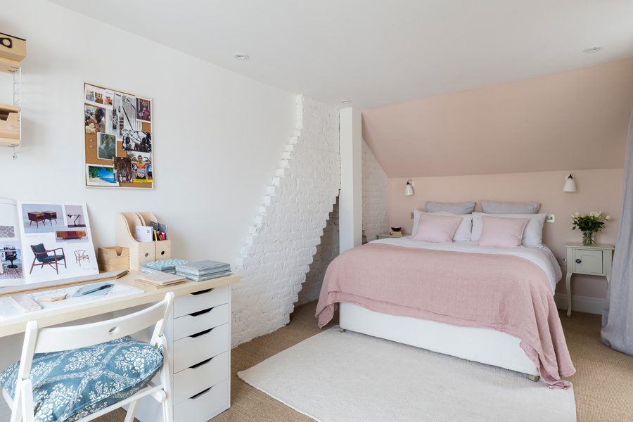 0401-loft-bedroom-pink-wall-home-office-nw6-vorbild-architecture