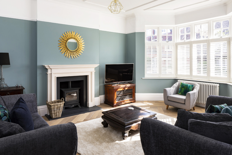 0776 front reception room with blue wall and bay window in west hampstead