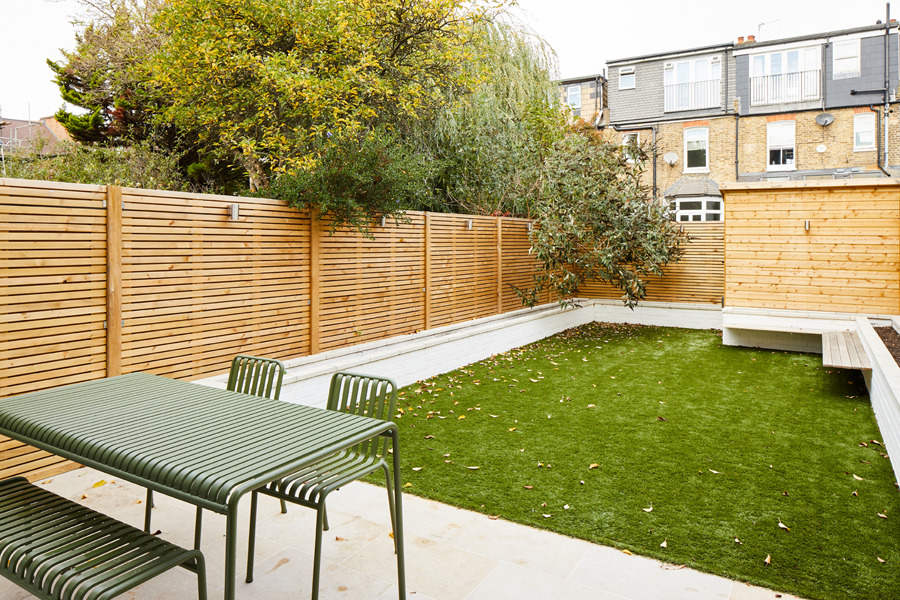 0848-london-back-garden-design-wooden-shed-fence-flower-beds-grass-south-west-0786