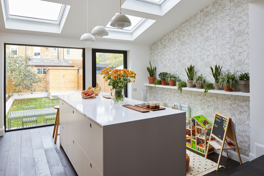 0848-white-kitchen-island-glass-panel-roof-lights-SW18-0798