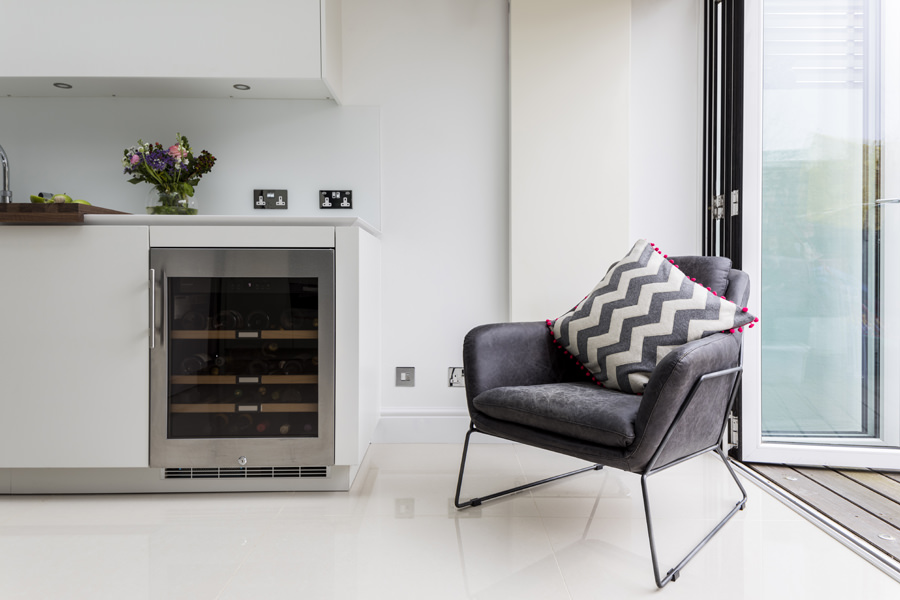 0605 - Complete refurbishment of a House in Hammersmith vorbild-architecture-kitchen-white-roundhouse-35