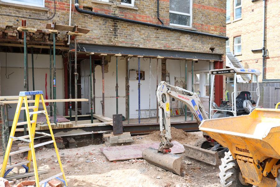 0431 - Rénovation et grande extension contemporaine à Teddington vorbild-architecture-14