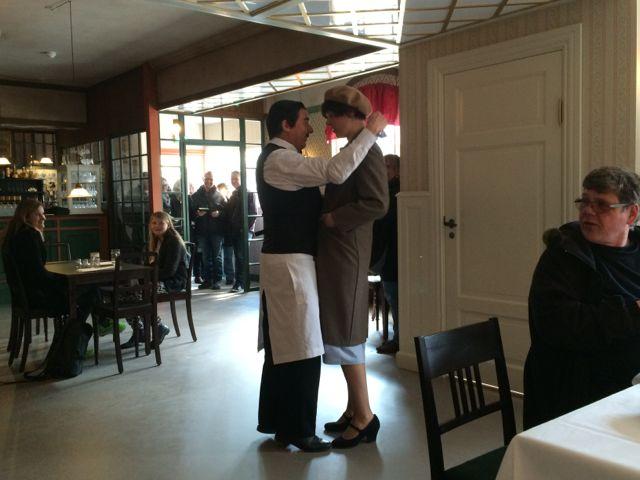 Tjener Boldt og Agnes, Jernbanehotellet, Korsbæk på Bakken