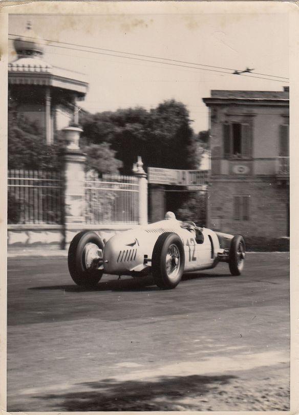 Bernd_Rosemeyer_Auto_Union_GP_Livorno_1937