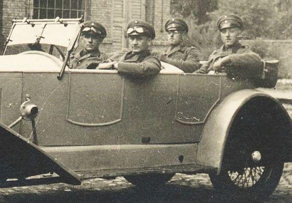 WAF_Tourenwagen_Reichswehr_1920er_Jahre_Insassen