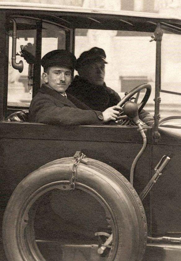 durkopp_p10_10-30ps_im_tiergarten_datiert_1924_fahrer