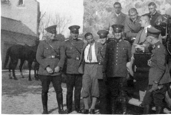 NAG-Protos_Polizeiauto_Weimarer_Republik_Polizisten