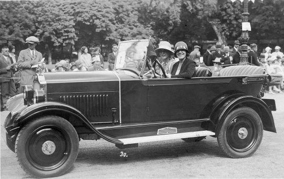 Opel_4-20_PS_um_1930_Ak_Baden-Baden_Galerie