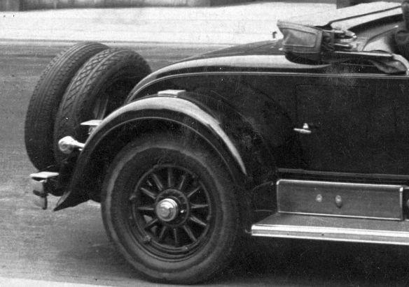 Cadillac_1928_Wien_230429_Heckpartie
