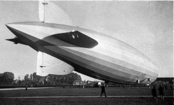 Zeppelin_Luftschiffhalle_Frankfurt_LZ_127_Landung