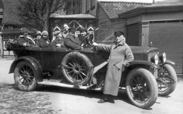 Adler_Tourenwagen_Vorkrieg_um_1920_2_Galerie