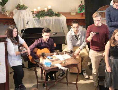 Zin of onzin van jongeren in de eredienst