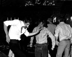 Vlnr: Jaap Binnerts en Freek Biesiot bij het afscheidsfeest van Jan P. Koenraads in 1978