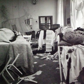 Esther: Voorgoed op reis (NOS, 4-5-1975), regie Joes Odufre, decor Frank Rosen. Collectie Frank Rosen/Fotodienst NOS