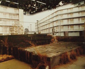 Ons goed recht: De brandnetelkoning (VARA, 1-5-1979), regie Nick van den Boezem, decor Frank Rosen. Collectie Frank Rosen/Fotodienst NOS