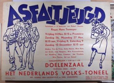 1951. Midden jaren vijftig komt Grijzen in dienst van de stichting Nederlands Volkstoneel als decorontwerper, hij ontwierp daar ook waarschijnlijk affiches en ander drukwerk voor.
