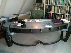De desk van het NOS journaal van 1995 staat bij Dirk Debou, het is helaas te zwaar om te verplaatsen en zal dus voor altijd in dat Amsterdamse appartement moete blijven staan (Dirk gaat verhuizen)...
