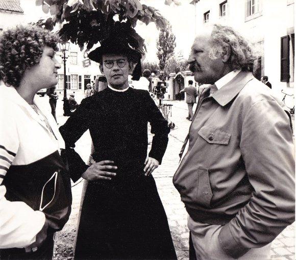 Xandra van Baarle, Jo de Meyere en Nico van Baarle op de set bij Dagboek van een herdershond, 1978. Collectie Xandra van Baarle