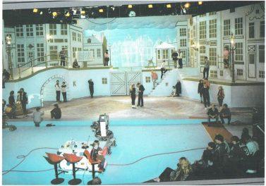 Foto van 1-2-3 show: kerst in Amsterdam (KRO, 23-12-1983), decor Roland de Groot. Collectie Roland de Groot