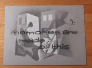 Titelkaart met handlettering van Jan van der Does. Memories are made of this is een hit van Dean Martin uit 1955. Programmatitel en uitzenddatum niet bekend. Collectie Jan van der Does