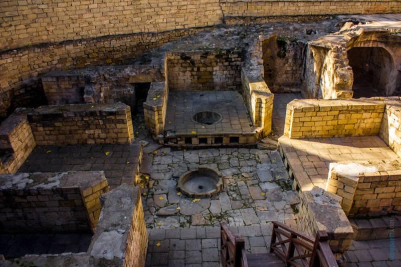 Раскопки во дворце Ширваншахов