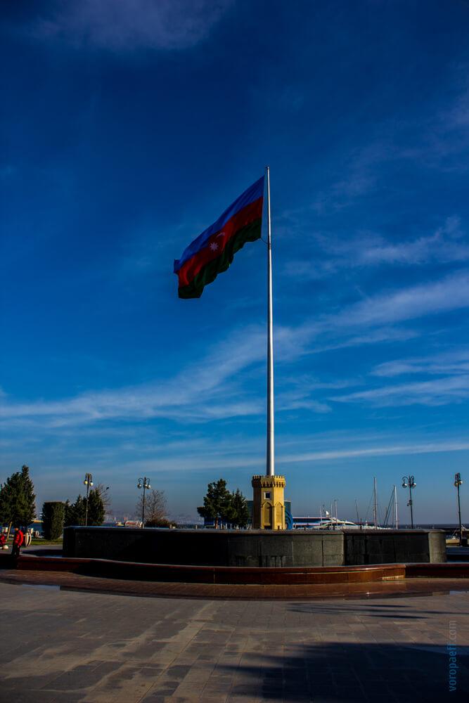 Гигантский флаг Азербайджана