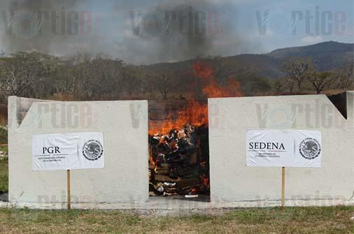 Incinera PGR más de 300 kilos de drogas en Chiapas