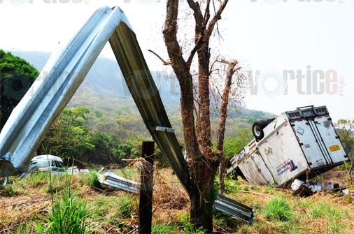 Vuelca camión en la carretera a Suchiapa