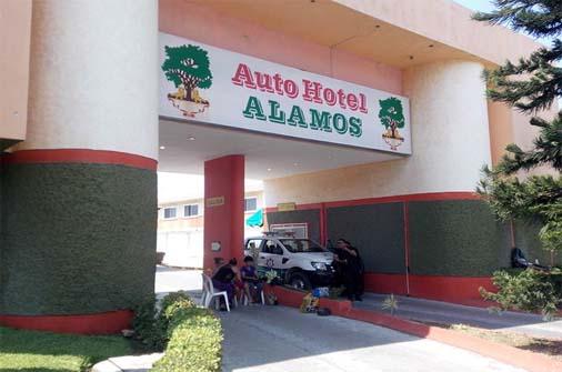 Clausuran dos auto hoteles en Tuxtla y aseguran droga