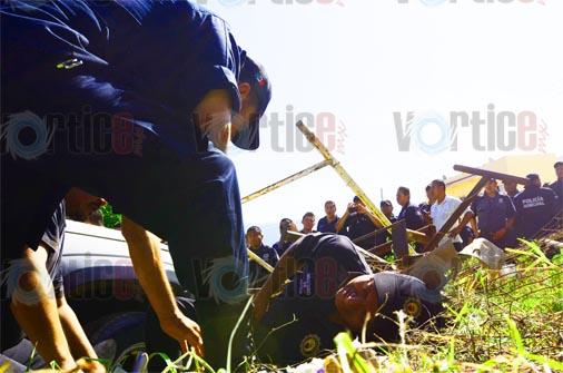 Desalojo termina con un policía herido