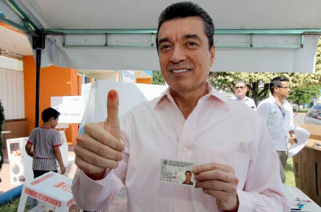 Emite voto Rutilio Escandón en elecciones locales