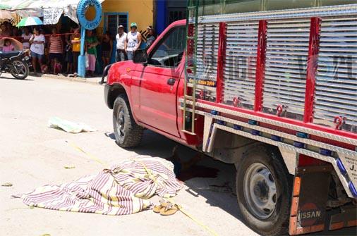 Le destrozó la cabeza una camioneta en San José Terán