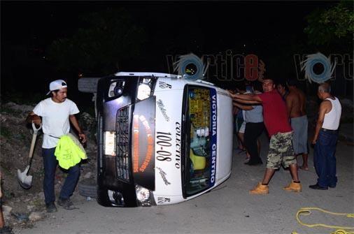 Volcó un colectivo y dejó a tres pasajeros heridos