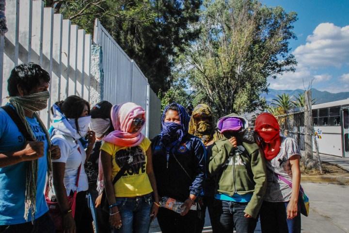Normalistas retienen cinco autobuses en Chiapas