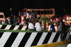 Muere policía en violento desalojo de la caseta de Chiapa de Corzo