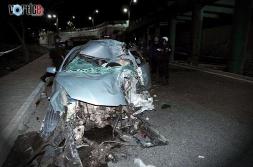 Muere universitario en violento accidente