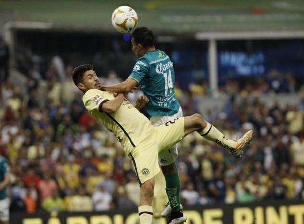 Andrés Andrade, suspendido por engañar a árbitro