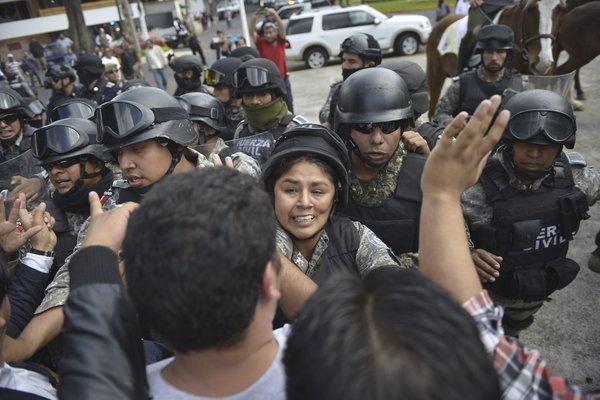 Protestas y bloqueos en al menos 17 entidades por la evaluación docente