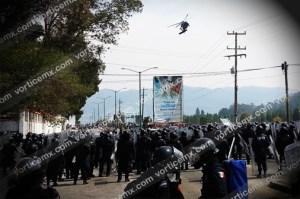 Enfrentamiento entre maestros y la PF deja decenas de heridos en San Cristóbal