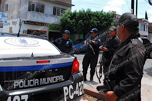 Dispararon contra su coche para asaltarlo; le despojaron de 81 mil pesos