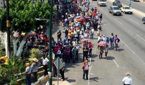 Toma CNTE plazas  y medios de comunicación en Tuxtla; presencia policiaca aumenta