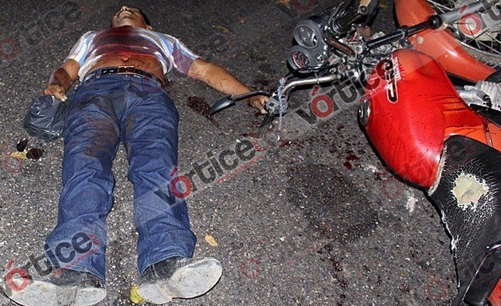 Asesinan de un balazo en el tórax a motociclista en Villaflores