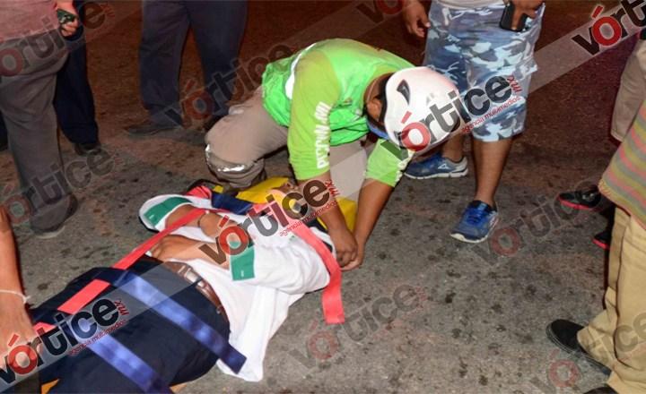 """Taxista resulta herido en """"semaforazo"""""""